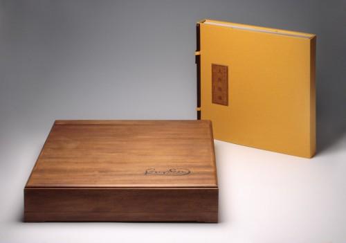 František Kupka – Man and Earth (Chinese rendition – special nanmu wood case) | Unique Publications | (28.12. 17 15:42:53)