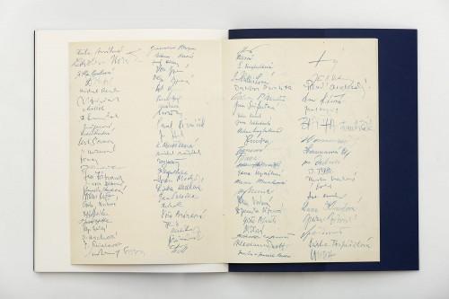 Mikuláš Medek – Moving Graves | Catalogues | (15.12. 17 20:30:16)