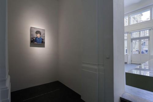 Výstava   Zhang Xiaogang — Slivoň a dívka (1.12. 17 14:23:55)