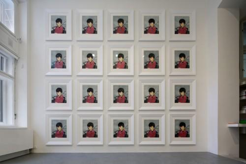 Výstava   Zhang Xiaogang — Slivoň a dívka (1.12. 17 14:23:48)