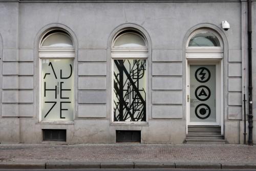 Výstava | Federico Díaz — ADHEZE Manuál pro přežití Kapitola 1.1 (5.12. 17 06:40:04)