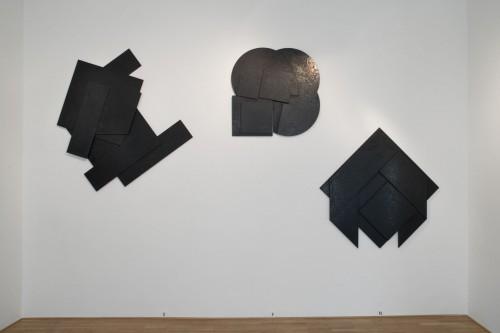 Výstava | Stanislav Kolíbal – Černé reliéfy | 19. 11. –  13. 12. 2008 | (5.12. 17 07:05:37)