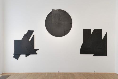 Výstava | Stanislav Kolíbal – Černé reliéfy | 19. 11. –  13. 12. 2008 | (5.12. 17 07:05:40)