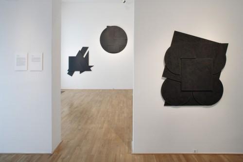 Výstava | Stanislav Kolíbal – Černé reliéfy | 19. 11. –  13. 12. 2008 | (5.12. 17 07:05:41)