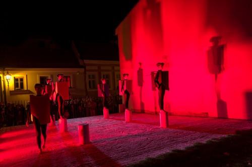 Výstava | Karyatidy pod Olivetskou horou  (8.10. 19 16:23:58)